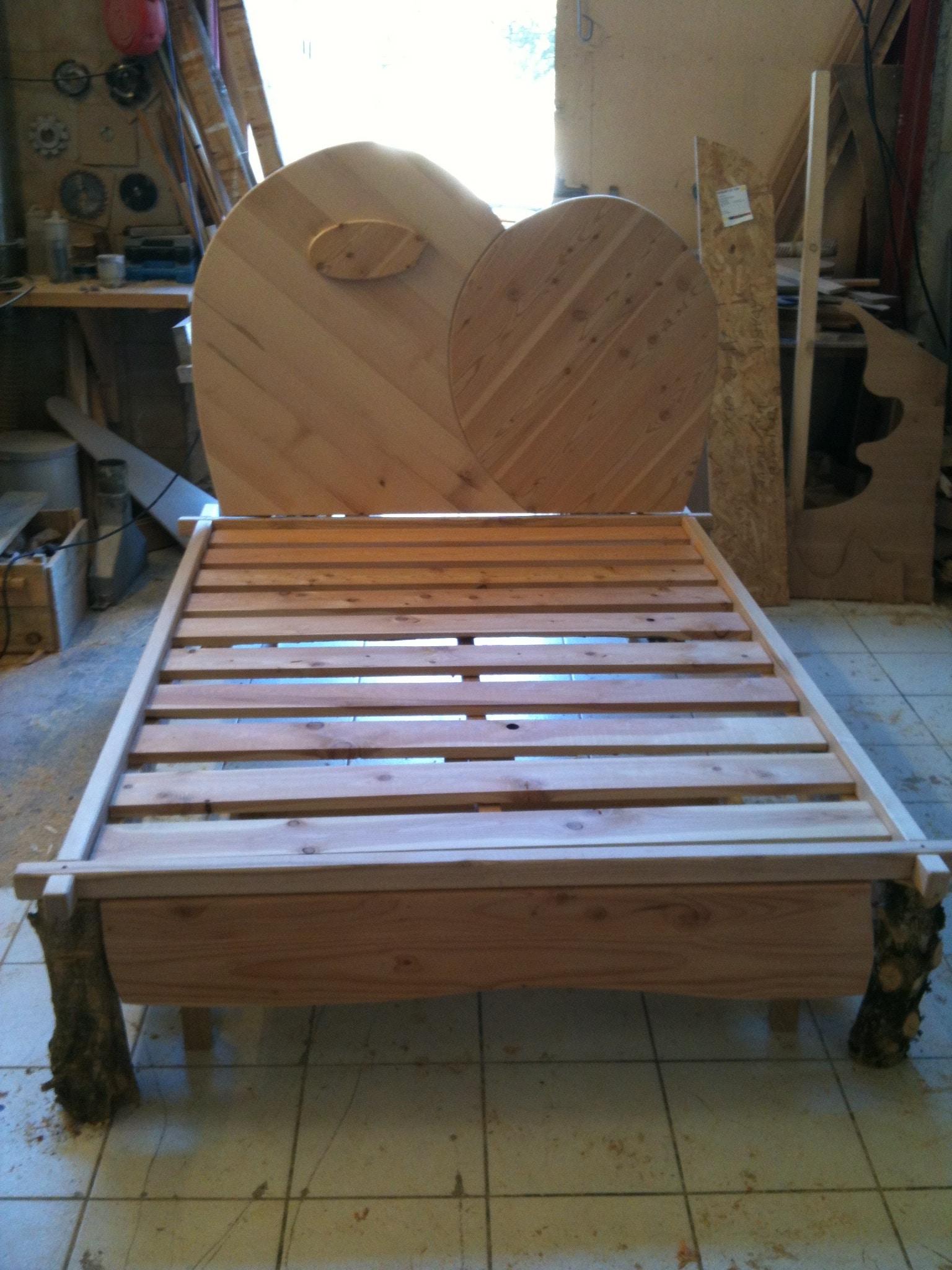 Lit sur mesure chambre tête de lit bois brut bois mélangés