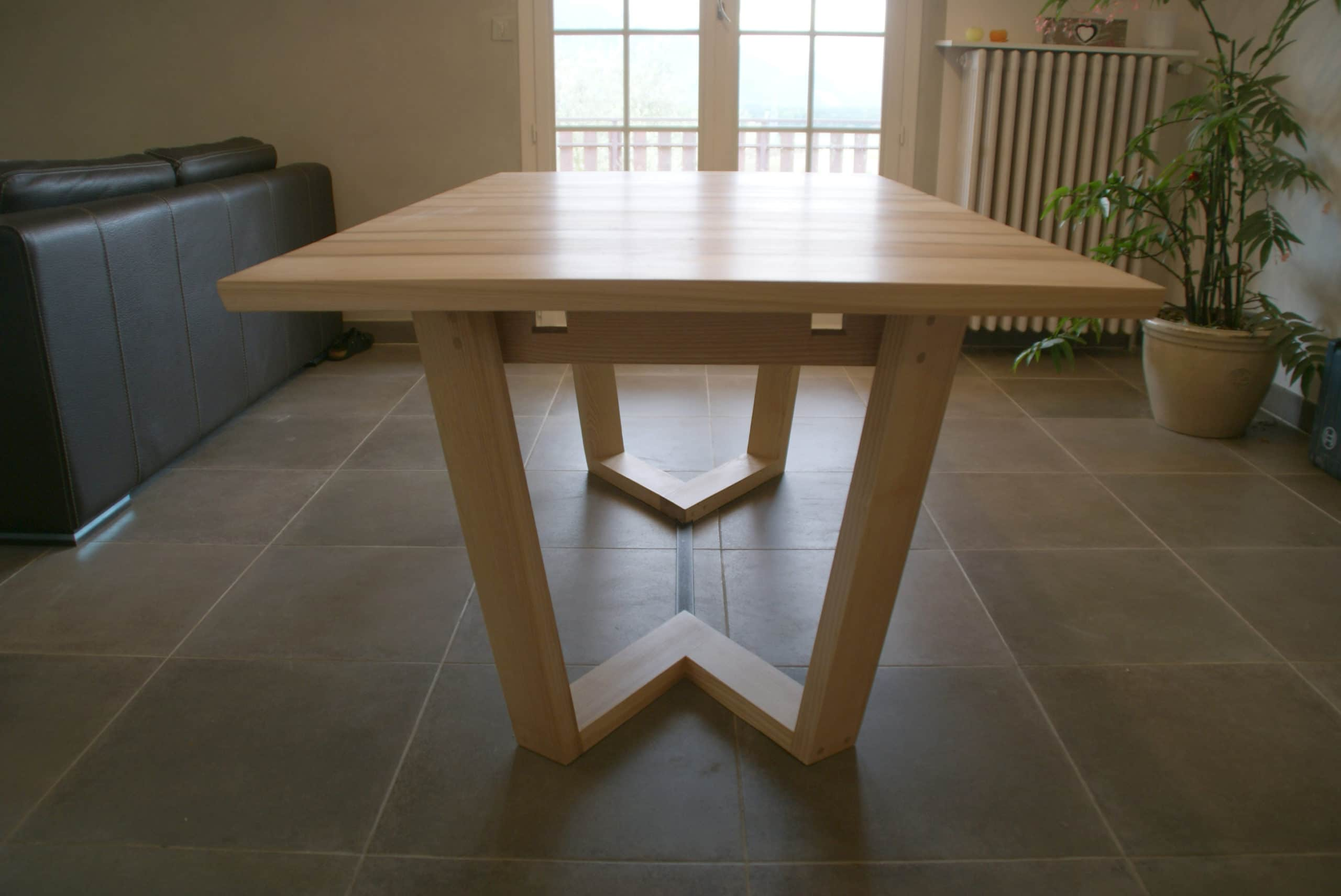 Table design, noyer et frêne table à rallonge, pied de table original