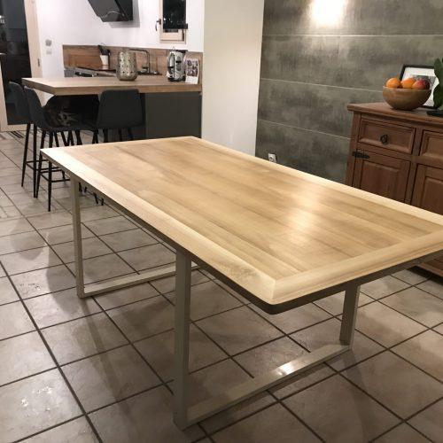 plateau de table en frêne massif alésé, vernis