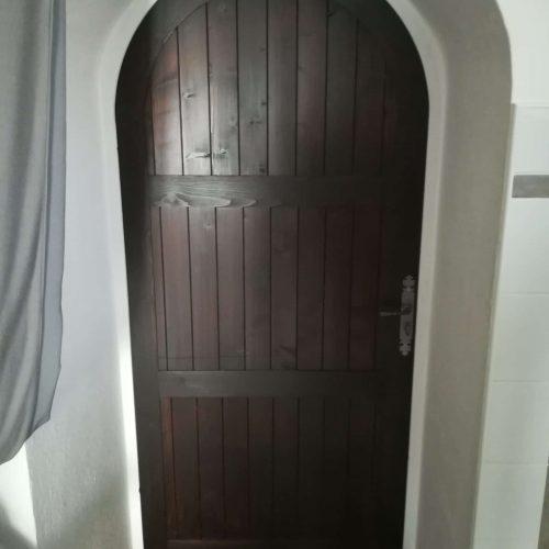 Porte intérieur cintré en bois monastère traditionnel
