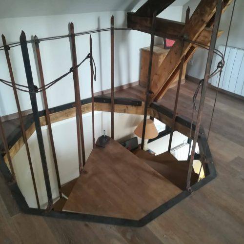 escalier hélicoïdal chêne fer forgé rouillé