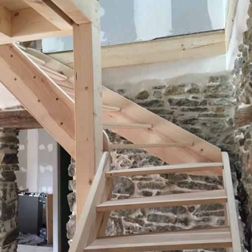Escalier quart tournant main courante bois balustres tubes acier escalier palier départ