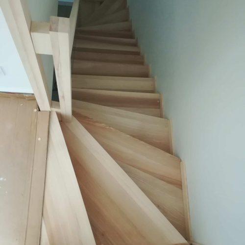 Escalier deux quart tournant crémaillère contre-marche