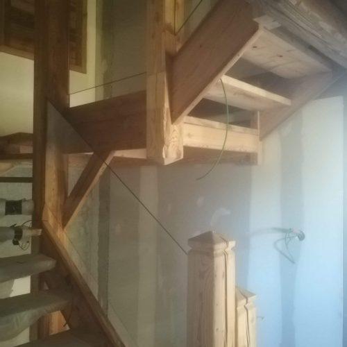escalier vieux bois brossé garde-corps verre